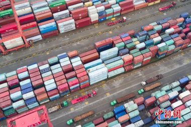 China's trade surplus continues to narrow