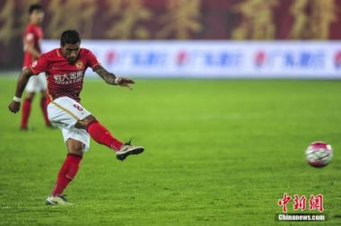 Beijing Guoan return to the top of the Chinese Super League while Paulinho inspires Guangzhou Evergrande