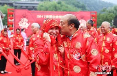 Lovers celebrate Chinese Valentine's Day across China