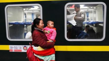 Heading home: Chinese Spring Festival rush begins