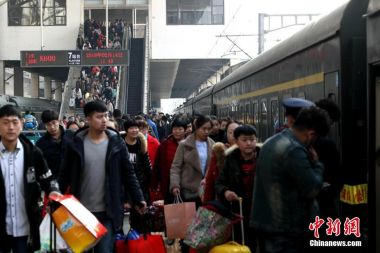 China vows safe and smooth Spring Festival travel rush