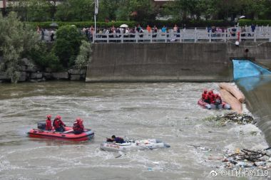 17 dead after dragon boats overturn in Guangxi
