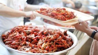 China transports 100,000 crayfish to Russia for 2018 FIFA World Cup