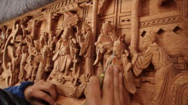 Woodcarving sets the stage for traditional theatre in east China