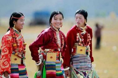Tibetan bangdian skirts: spinning and weaving the colours of the rainbow