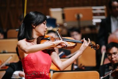 US violinist Nancy Zhou wins international violin competition in Shanghai