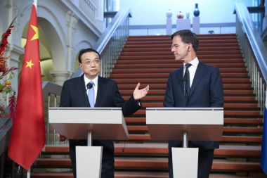 Chinese premier pledges to open China up to foreign investment
