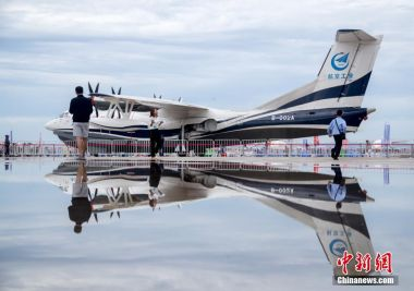 China's first seaplane AG600 completes water take-off and landing tests