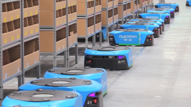 China's logistic companies introduce more robots for upcoming shopping festival