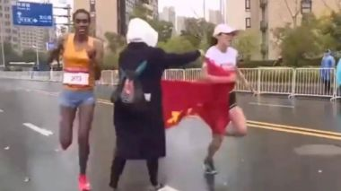 Chinese runner loses marathon after volunteer hands her a flag