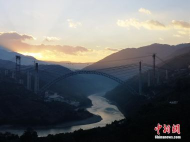 Railway arch bridge with world's longest span built in SW China