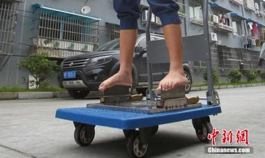 13-year-old girl balances on blades barefoot to make living