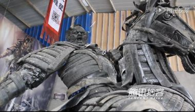 Man creates absolutely stunning sculptures out of old car tires
