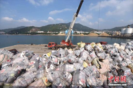 China imports less solid waste in Q1